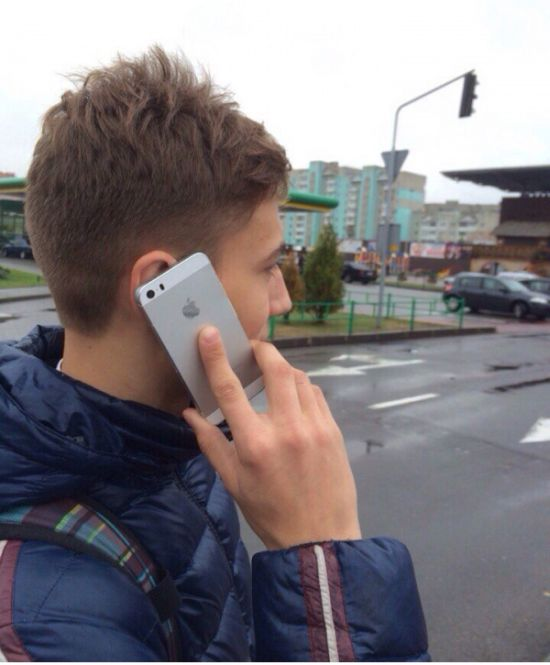 Don't Be Fooled, This Is Not An iPhone (2 pics)