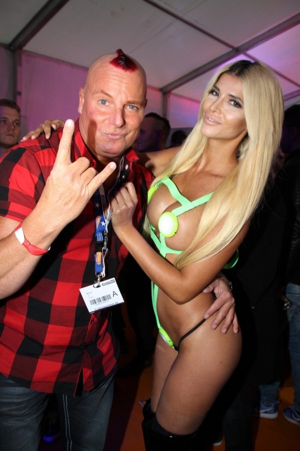 Micaela Schaefer Knows How To Rock A Hot Outfit (18 pics)