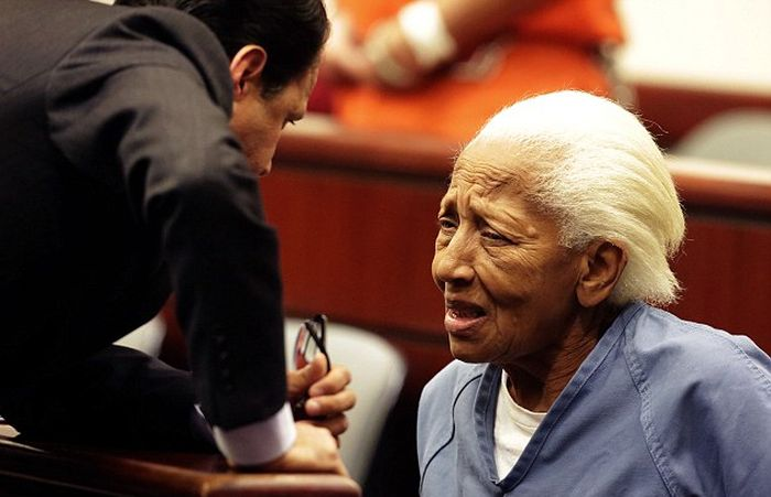 Forgetful 85 Year Old Woman Turns Out To Be An International Thief (5 pics)