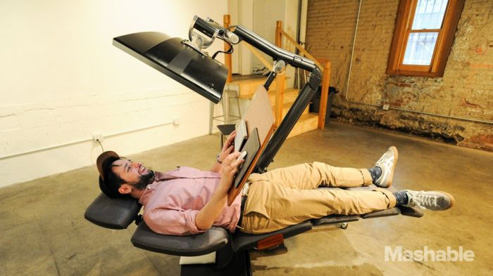 Incredible Workstation Allows You To Work While Lying Down (3 pics)