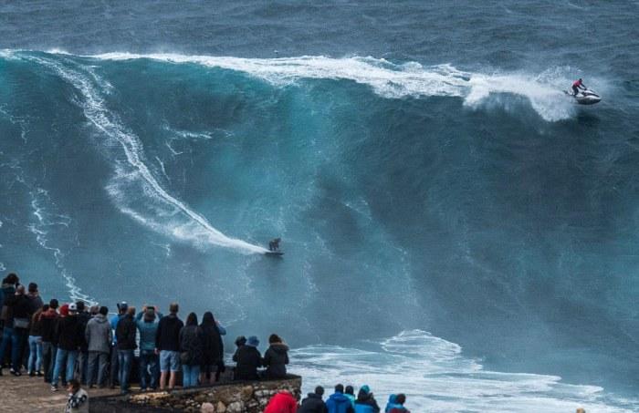 People Watch In Awe As Surfers Ride 100 Foot Waves (7 pics)