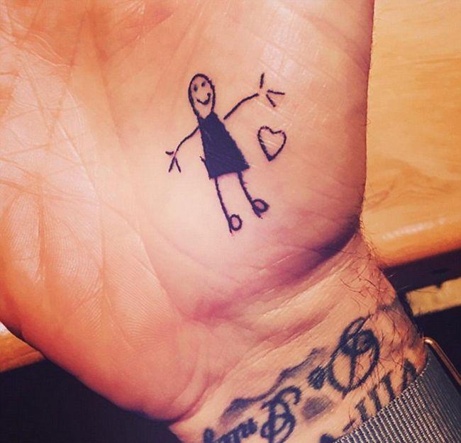 David Beckham Shows Off His New Tattoo (4 pics)