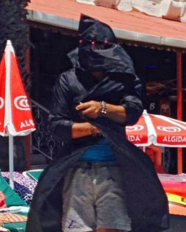 A Turkish Hotel Employee Dressed Up As ISIS And Terrified Tourists (2 pics)