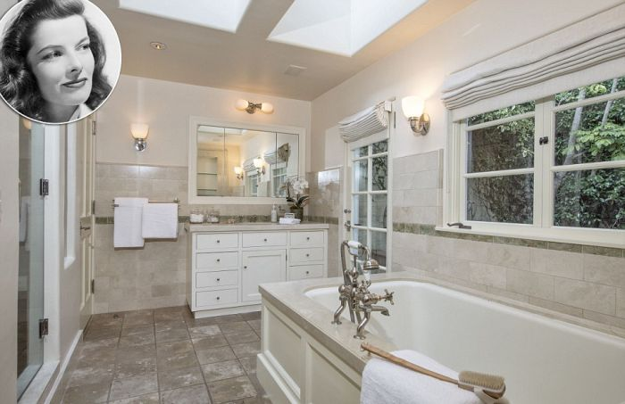 Go Inside The Luxurious Bathrooms Of The World's Most Famous Celebrities (18 pics)