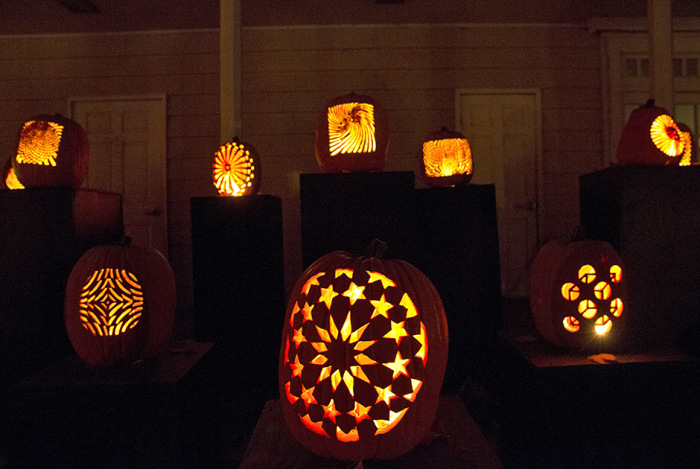 Thousands Of Pumpkins On Display At The Great Jack O' Lantern Blaze In New York (17 pics)