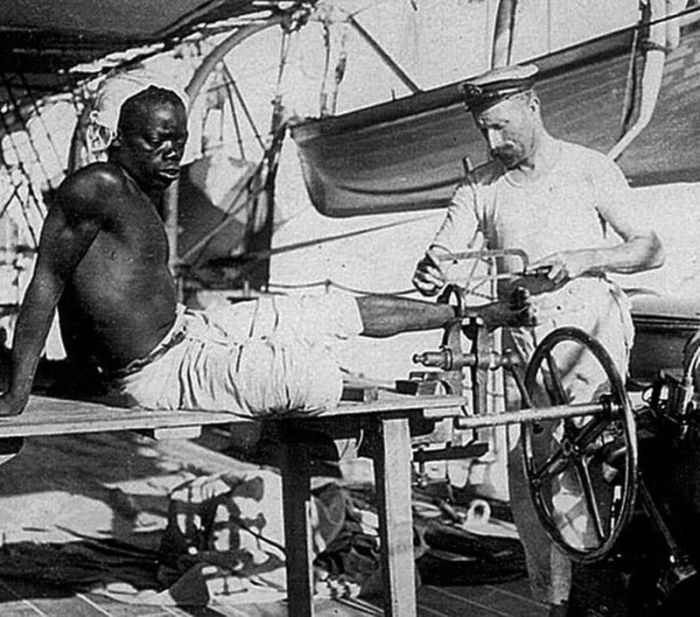 Vintage Photos Show Slave Shackles Being Removed By British Sailors (4 pics)