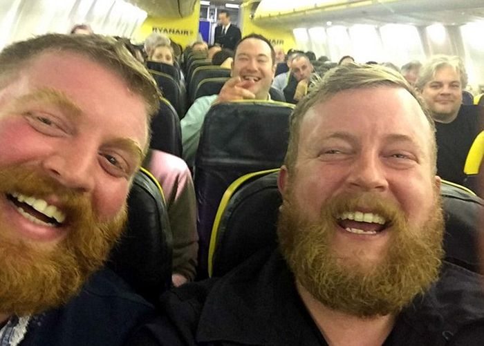 Man Gets Seated Next To His Doppelganger On A Flight (2 pics)