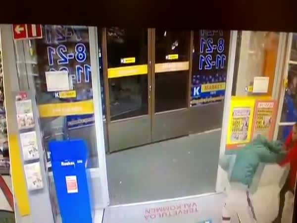 Girl Vs a Thief