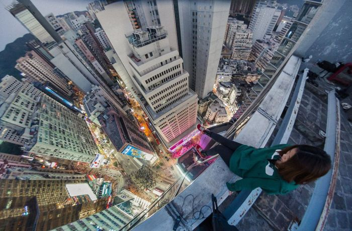 Seriously Insane Selfies From The World's Tallest Buildings (19 pics)