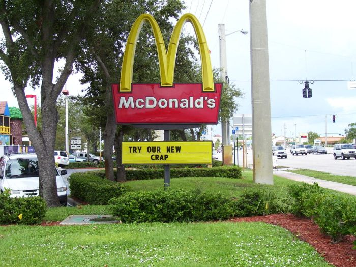 Hilarious Fast Food Signs That Would Definitely Make You Stop (34 pics)