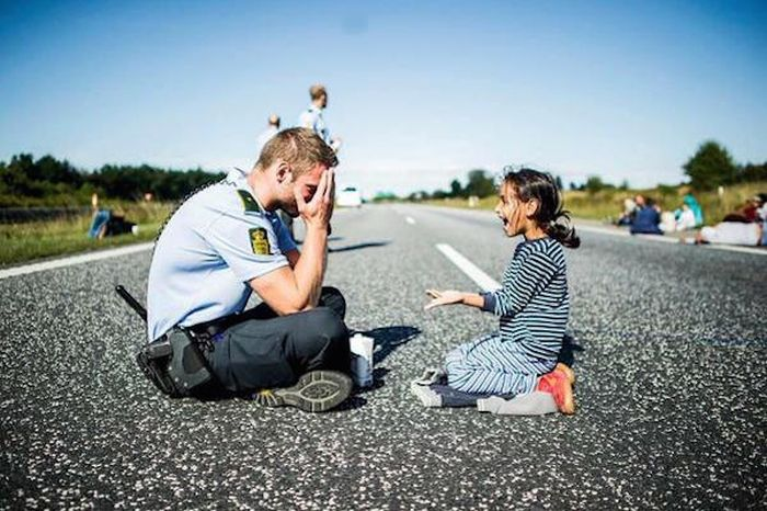 Proof That Police Officers Can Be Awesome Human Beings (24 pics)