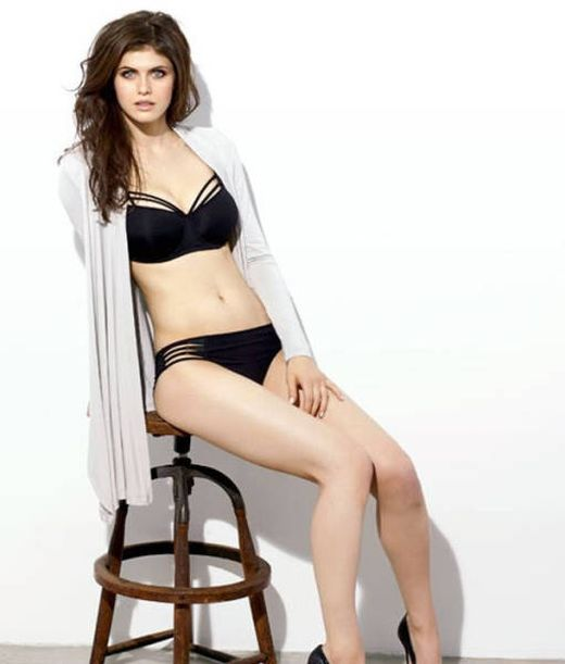 Alexandra Daddario Is The Type Of Woman You Could Stare At All Day (18 pics)