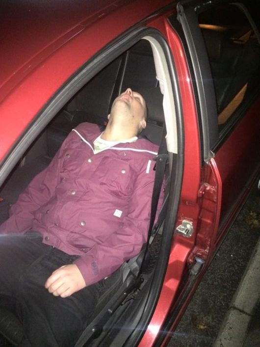 Guy Passes Out In The Back Of A Taxi And Wont Wake Up (5 pics)