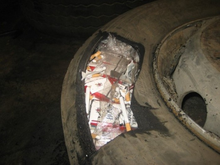 Cigarette Smugglers Getting Caught In The Act (16 pics)