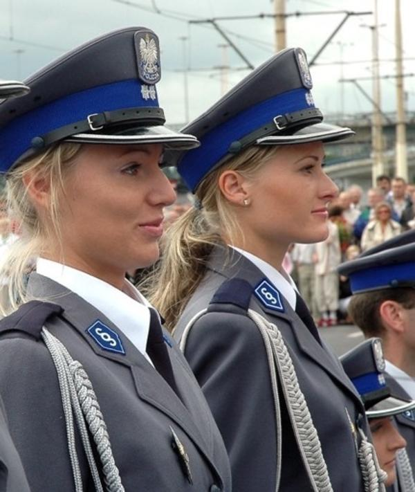 Female Police Officers From Around The World (23 pics)