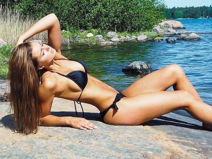 Even When It's Cold Outside Babes In Bikinis Are Always Hot (86 pics)