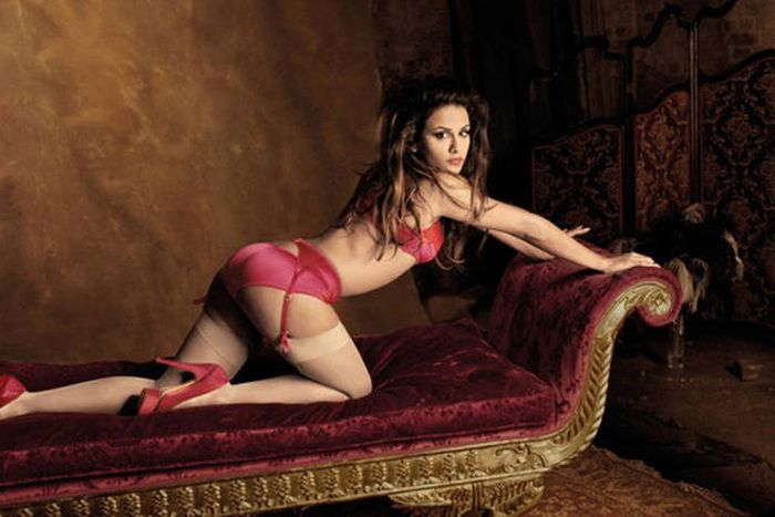 You Probably Don't Know That Penelope Cruz Has A Sexy Sister (23 pics)
