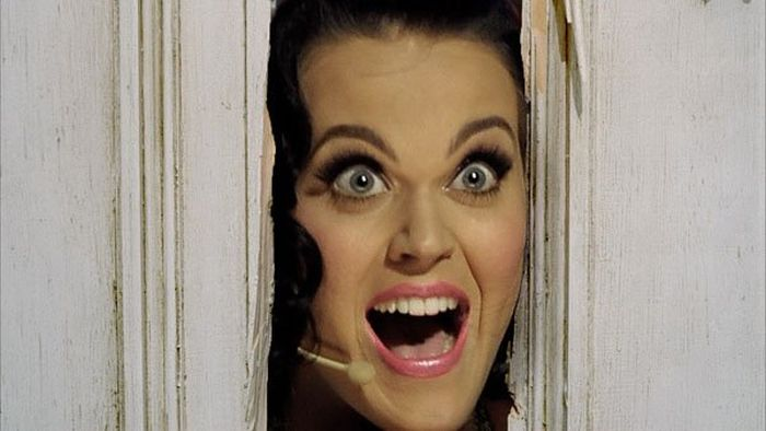 The Internet Is Having A Blast With This Picture Of Katy Perry Bending Over (25 pics)