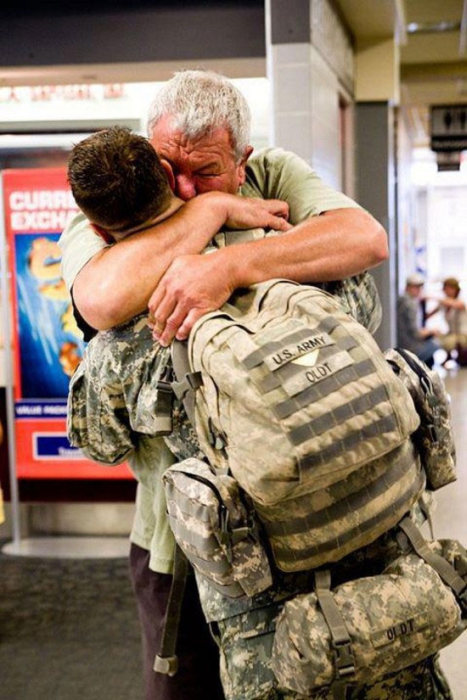 23 Heartwarming Photos Of Soldiers Being Reunited With Their Families (23 pics)