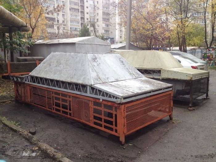 What A Modern Garage Looks Like In Russia (2 pics)