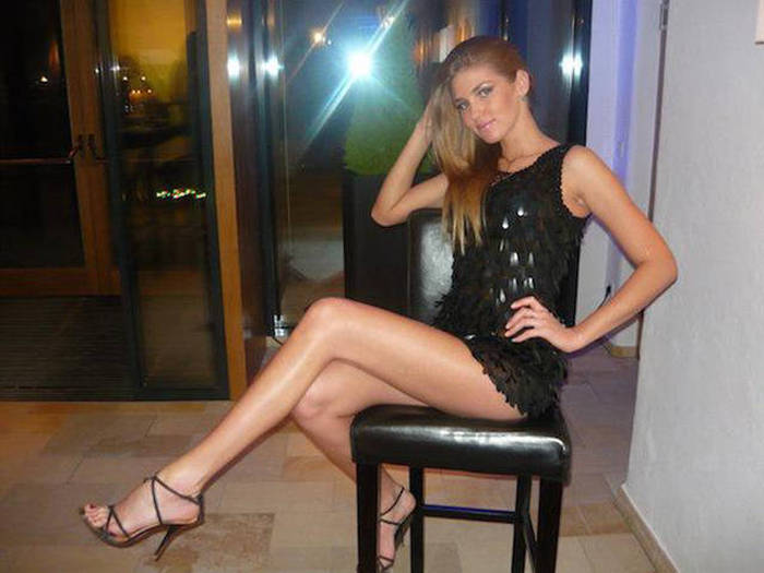 Hot Babes With Long Luscious Legs That Will Be On Your Mind All Day (61 pics)