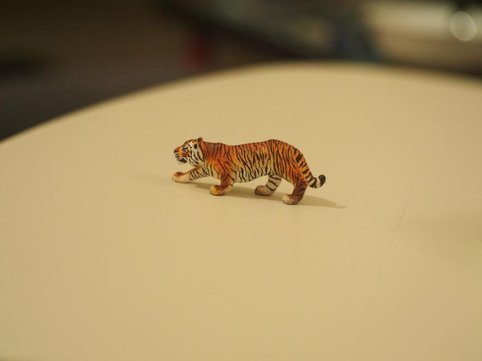 Tiger Figurine Gets A Total Makeover (10 pics)