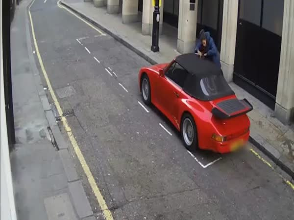 Car Thief Cuts Convertible Porsche Roof