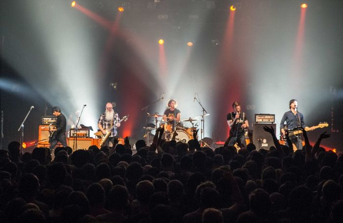 This Was The Eagles Of Death Metal Concert Minutes Before The Paris Attacks (5 pics)
