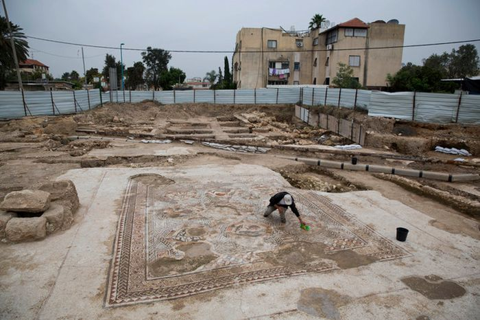 Archaeologists Discover An Incredible Mosaic In Israel (7 pics)