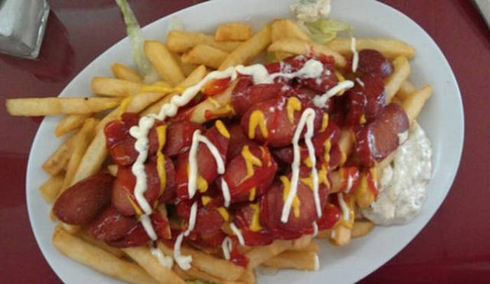 What Delicious Hot Dogs Look Like In Different Countries Around The World (32 pics)