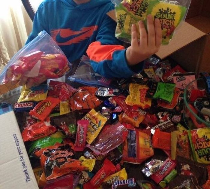Ten Year Old Sends A Care Package To Troops In Search Of ISIS (3 pics)