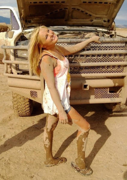 It's Never A Bad Thing When Gorgeous Girls Get Dirty (52 pics)