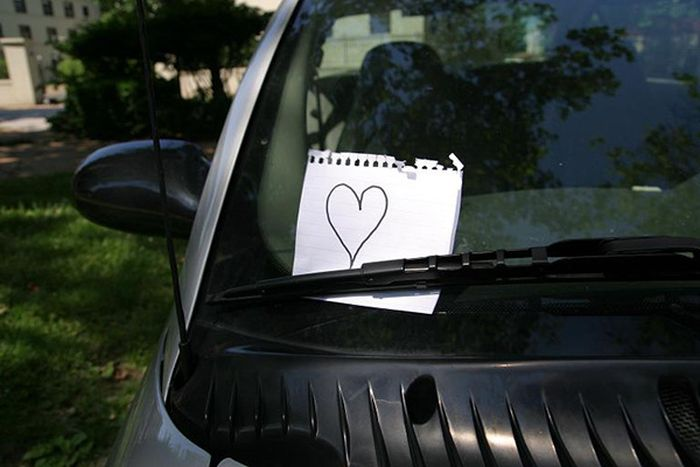 Random Person Leaves An Awesome Gift For A Stranger's Car (2 pics)