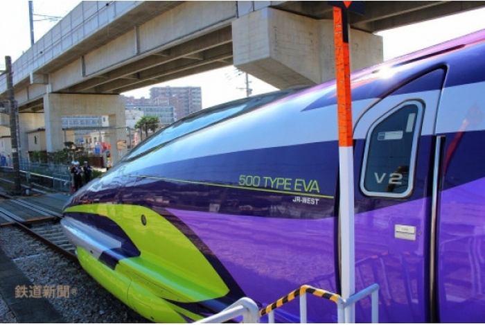 Japan Now Has A Train Designed In The Style Of Evangelion Neon Genesis (9 pics)