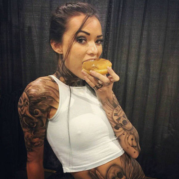 Joanie Brosas Is A Very Hot Cosplay Model (26 pics)