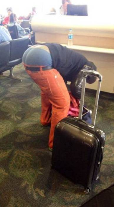 People Like This Take the Fun out of Travelling (30 pics)