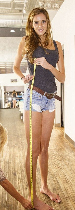 This Model Might Have The Longest And Sexiest Legs In The World (15 pics)