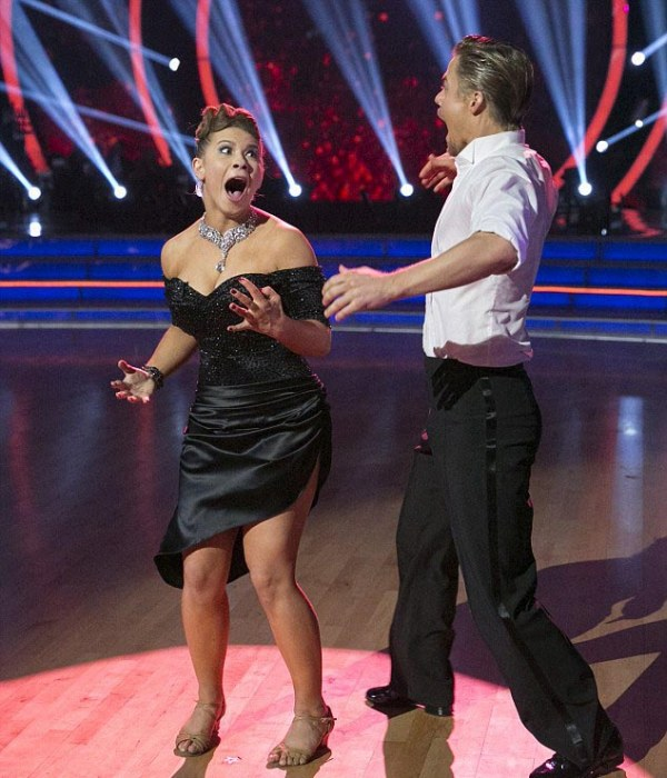 Bindi Irwin Receives A Perfect Score As She Wins Dancing With The Stars (8 pics + video)