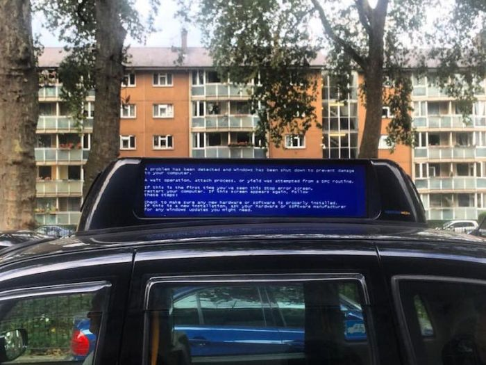 Those Awkward Moments When You Encounter The Blue Screen Of Death (22 pics)