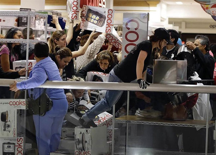 Beware Of The Zombies On Black Friday (18 pics)