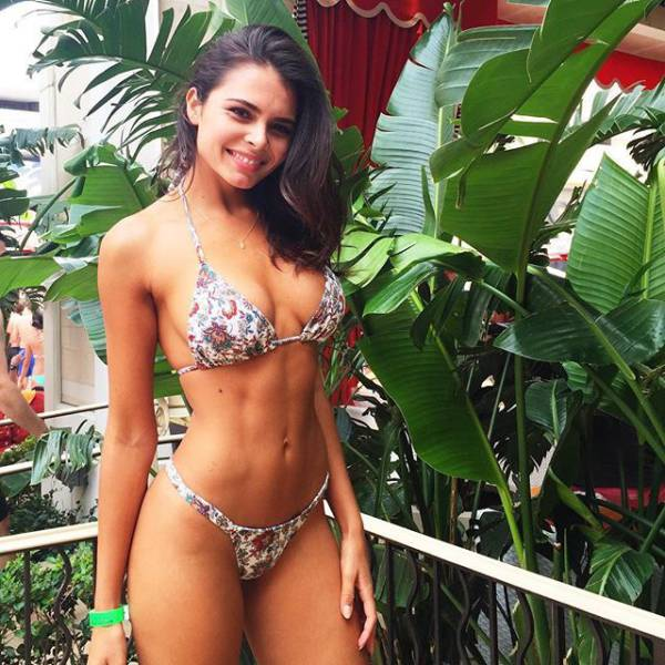 Take A Break And Enjoy Some Beautiful Babes In Bikinis (56 pics)