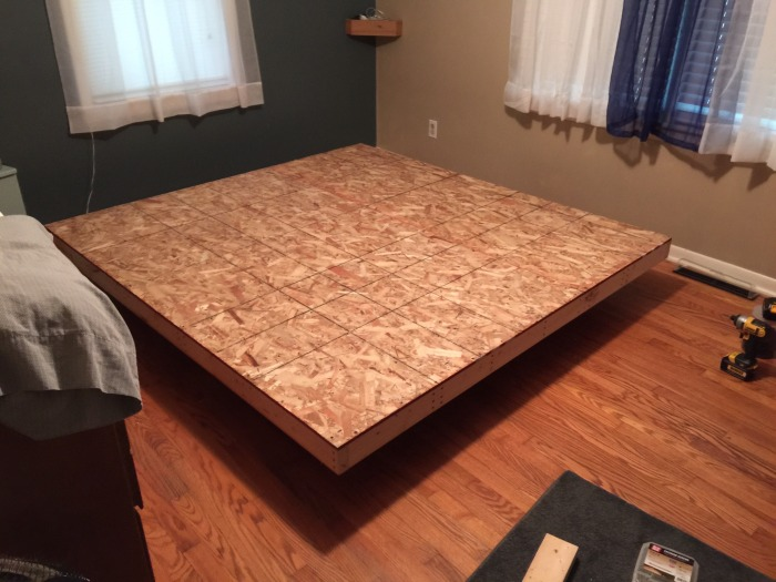 How To Build Your Very Own Floating Bed (9 pics)
