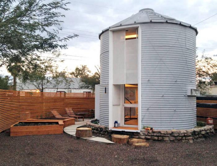 Crafty Architect Turns A 1955 Grain Solo Into A Classy Home (18 pics)