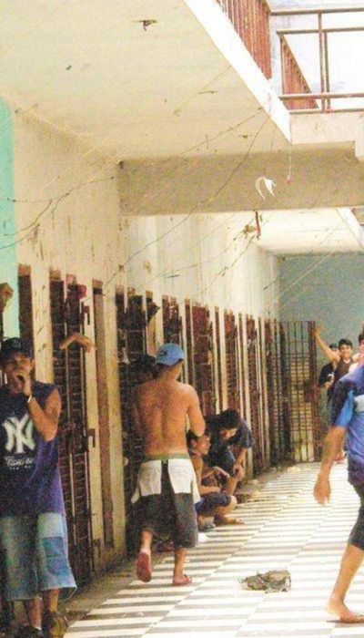 What Daily Life Is Like Inside Latin America's Toughest Prison (17 pics)