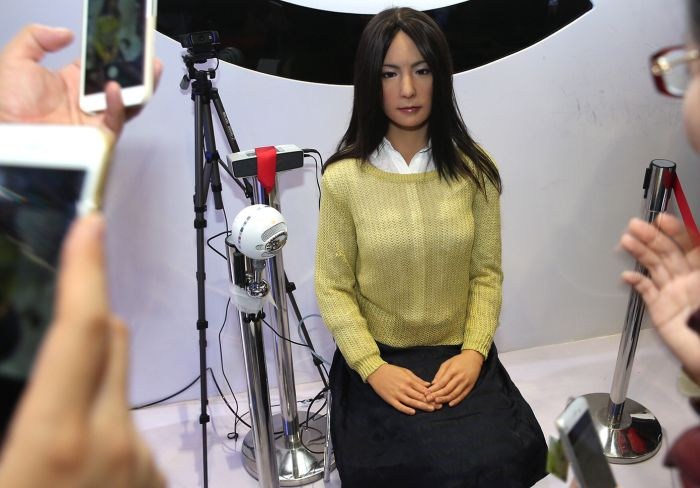 This Creepy Female Android From China Is So Lifelike It's Scary (4 pics)