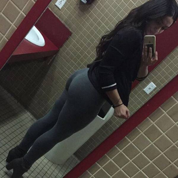 There's Just So Much To Love About Yoga Pants (48 pics)
