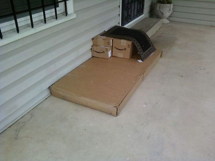 Delivery Guys Who Clearly Just Don't Care Anymore (26 pics)