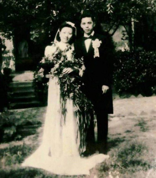 70 Years Later This Couple Recreated Their Wedding Day (7 pics)