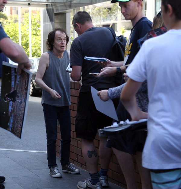 AC/DC Guitarist Angus Young Steps Out To Sign Autographs For Fans (6 pics)