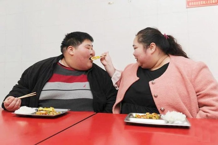 Is This The World's Largest Couple? (4 pics)